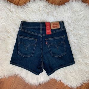 Levi's mid-high rise shorts with stretch!!